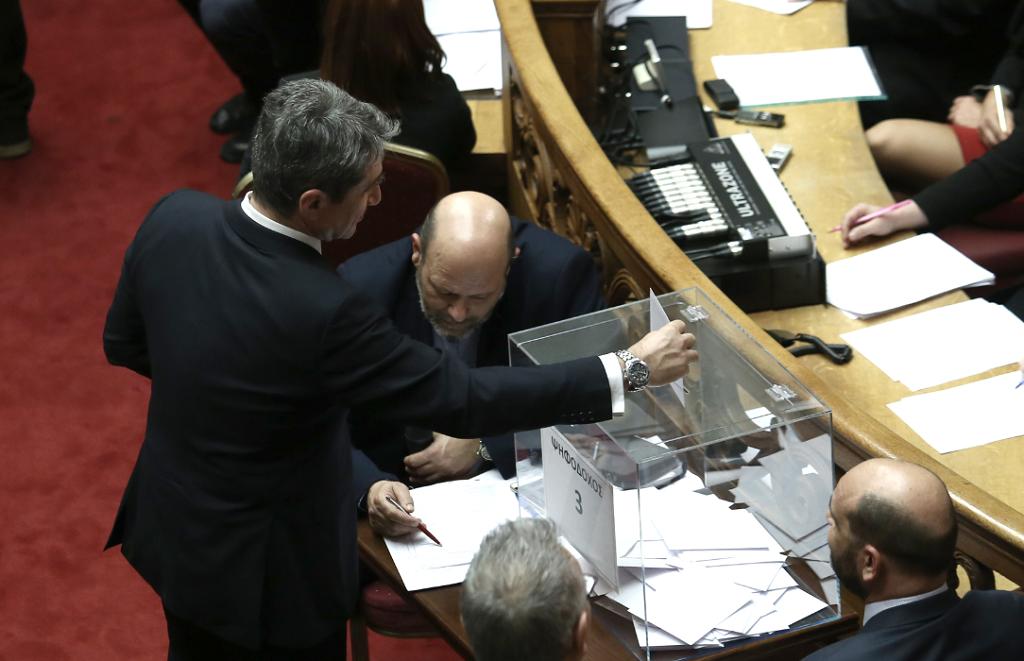 Ο Κ. Ζαχαριάδης απαντά στον Ανδρέα Λοβέρδο για την αναδοχή στα ομόφυλα ζευγάρια