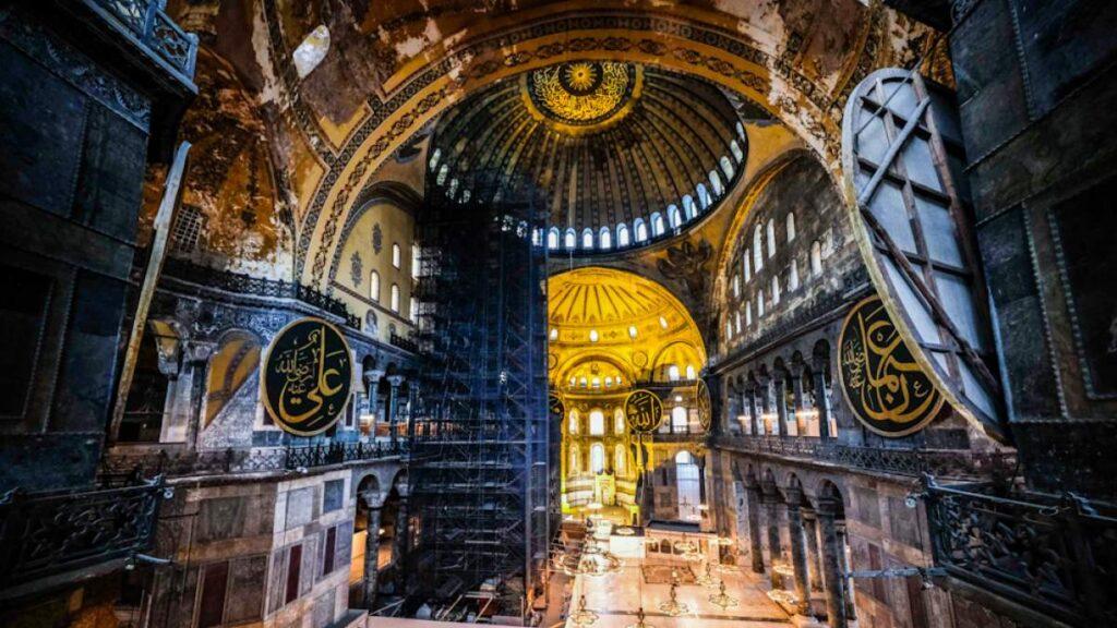 Η Αγία Σοφία είναι μνημείο παγκόσμιας πολιτιστικής κληρονομιάς και η Τουρκία οφείλει να το σεβαστεί.