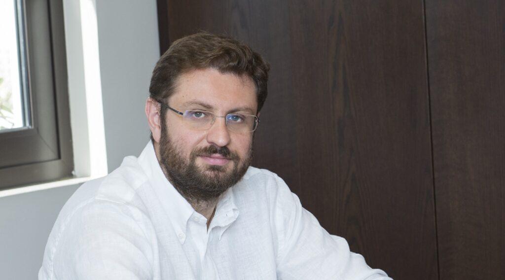 Ο κ. Βορίδης αναπολεί τα κατορθώματα του Μητσοτάκη στο Υπουργείο Διοικητικής Μεταρρύθμισης.
