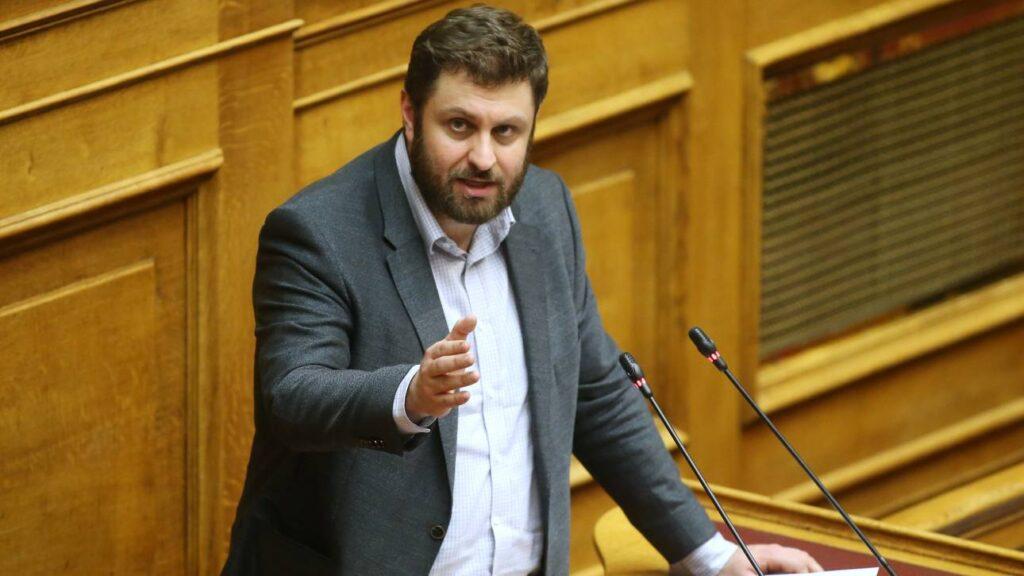 Η κυβέρνηση Μητσοτάκη επιδιώκει ένα γαλάζιο Δημόσιo με σκληρoύς πελατειακούς και κομματικούς φραγμούς
